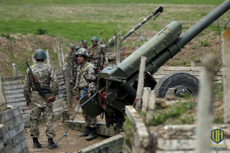 جنود أرمنيون في أحد مواقع المدفعية بإقليم ناغورني قره باغ (رويترز-أرشيف)