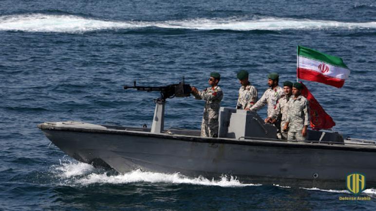 سفن تابعة للبحرية الأميركية تطلق طلقات تحذيرية في مواجهة قوارب إيرانية