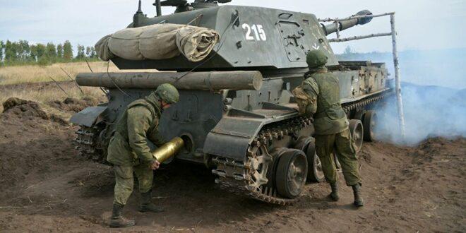 """يستخدمه الجيش السوري.. الدفاع الروسية تتسلم دفعة أولى  مدفع """"أكاتسيا"""" المطوّر"""