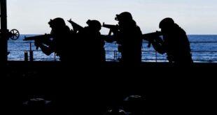 بمشاركة حاملة طائرات والعديد من المدمرات والمقاتلات.. مناورات عسكرية أمريكية مغربية بالقرب من جزر الكناري