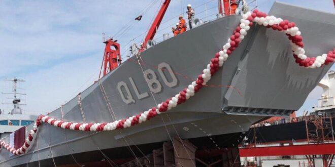 """صُنعت في تركيا.. قطر تدشن سفينة """"فويرط"""" الحربية"""