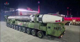 صاروخ بالستي عابر للقارات كوري شمالي خلال عرض عسكري بمناسبة الذكرى 75 لتأسيس حزب العمال الكوري