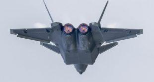 """مقاتلة """"جيه-20"""" بمحرك WS-10C المحلي"""